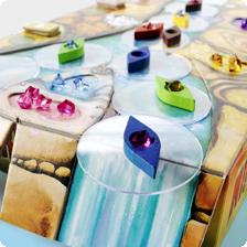 Das Spiel Niagara ist einer unserer Favoritien im Gesellschaftsspieleschrank. Es ist für Kinder ab 8 Jahren und inzwischen fast so etwas wie ein Klassiker.